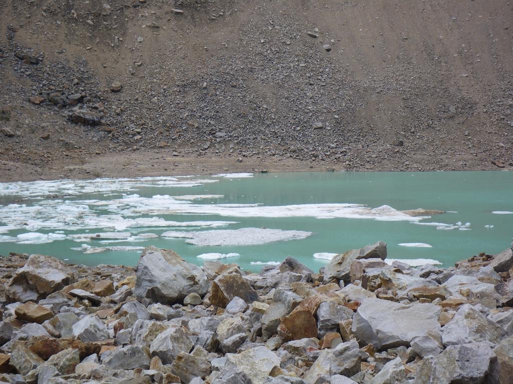 Glaciar lake at the base of the mountain