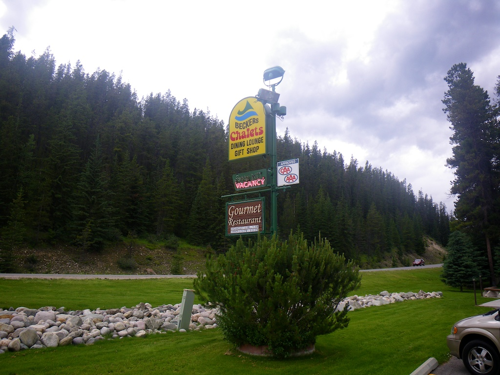 200 meters after the meeting with the grizzly bear, we see the sign to our cabins. http://www.beckerschalets.com/